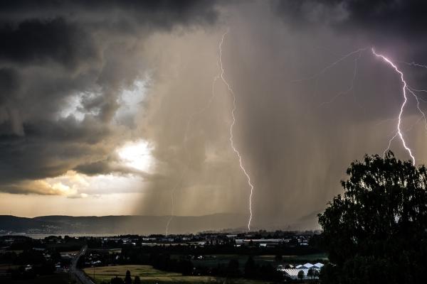 Sommervær i Lier/lynnedslag