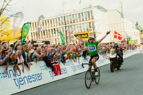 Edvald vinner en etappe i Tour of Norway hjemme i Lillehammer. God stemning